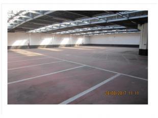 - grote vrije ruimte met veel daglicht via plafondkoepels; - beveiligd met toegangssysteem - mogelijkheid tot huren kantoor naast parkeergarage &agrav