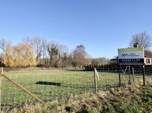 Drie loten te koop voor gesloten en halfopen bebouwing!<br /> <br /> Deze bouwgrond is gelegen aan de  stadsrand van Geraardsbergen in de dorpskern va