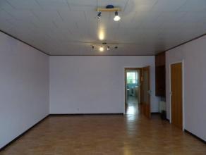 BEL appartement 1 chambre, idéalement situé à La Louvière se composant d'une cuisine neuve , grand living lumineux, salle