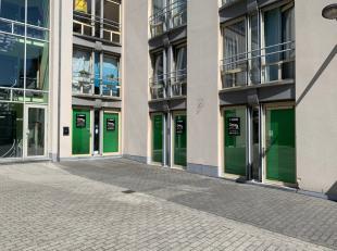 Mons Ref 1554Situé dans une rue commerçante de Mons, ce local commercial est divisible en 2 parties autonomes de 96 et 94 m² chacun