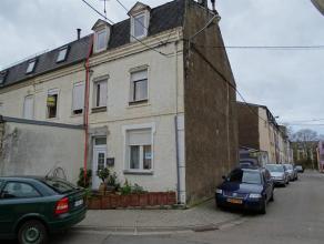 Maison 3 façades située à Athus. Composée au RDC, d'un hall d'entrée, cuisine, salle à manger, salon et une