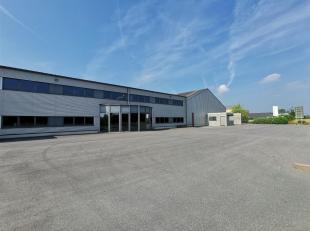 Nous avons le plaisir de vous présenter cet hangar situé au zoning artisanal de Latour.Hangar de différentes superficie, au choix
