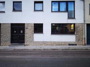 Nous vous proposons cet appartement 2 Chambres situé en plein coeur d'Arlon, dans une rue calme,au rez de Chaussée avec garage. Cet appa