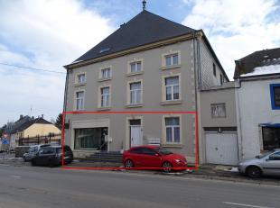 Nous vous proposons, Un appartement très lumineux situé au rez de chaussée en plein centre d'Habay-la-Neuve, spacieux avec une pe