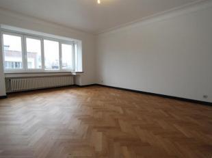 Prachtig gerenoveerd appartement op wandelafstand van het Centraal Station en de Rooseveltplaats te Antwerpen. Inkomhal met vestiareruimte. Splinterni