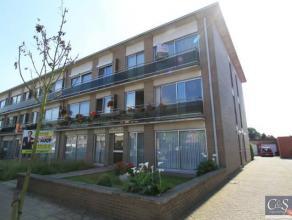 Gezellig appartement met twee slaapkamers met terras.Inkomhal met apart toilet, woon- en eetkamer (ca. 22m²) op laminaatvloer met aansluitend de