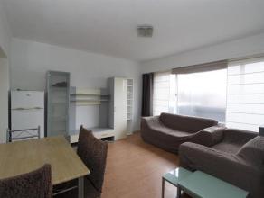 Instapklaar bemeubeld éénslaapkamer appartement. Inkomhal met apart toilet, woonkamer (ca. 17m²) met aansluitend de nieuwe ingerich
