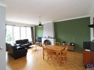 Mooi verzorgd appartement op centrumlocatie in Wilrijk nabij A12 en op loopafstand van 'De Bist'. Ruime woon-/ eetkamer (ca 20m²) op parketvloer.