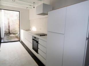 Volledig gerenoveerd appartement met terras nabij Park Spoor Noord en Slachthuissite. Gelegen in een rustige woonwijk. Ruime woon- en eetkamer (ca.26m