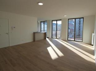 Prachtig 2-slaapkamer appartement met zicht op het MAS en de Schelde. Ruime woon- en eetkamer (ca. 35m²) op parketvloer met zeer veel lichtinval.