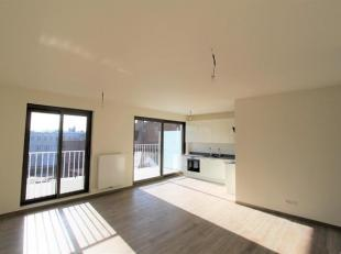 Instapklaar luxueus afgewerkt nieuwbouwappartement (ca.100m²) op de 4e verdieping met 3 slaapkamers. Ruime woonkamer (ca.38m²) met volledig