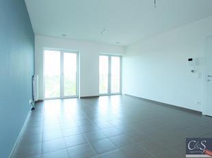 Nieuwbouw 2-slaapkamer appartement met fenomenaal zicht over Park Spoor Noord. Lichte en ruime woon- en eetkamer (ca. 35m²) op tegelvloer met vee