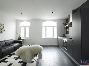 Recent gerenoveerd appartement met 2 slaapkamers en uitzicht op de tennis 7e Olympiade. Ruime woon- en eetkamer (ca.40 m²) op plankenvloer. Nieuw