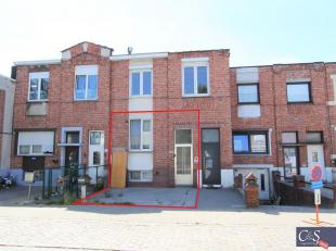 Gezellige confortawoning (type benedenverdieping) met 2 slaapkamers en west- tuin in aangename woonwijk. Op de gelijkvloerse verdieping woonkamer (ca.