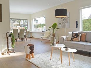 Verzorgde en kwalitatief afgewerkte villa met zwembad en 4 slaapkamers in de gezellige residentiële wijk van Ekeren Donk op 1008m².<br /> In