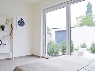 Gezellig gerenoveerd en luxueus afgewerkt appartement in gezellige groene omgeving. Via de voordeur kom je terecht in de mooi afgewerkte leefruimte (c