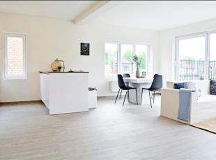 Gerenoveerd duplex appartement in een stijlvol en luxueus renovatieproject in het hartje van het groene Brasschaat. Een gemeenschappelijke tuin met pr