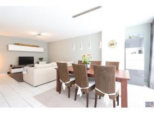 Verzorgd en ruim appartement (ca. 95m²) in een rustige woonwijk met 2 slaapkamers. Dit appartement bevindt zich op de 2e verdieping in een klein