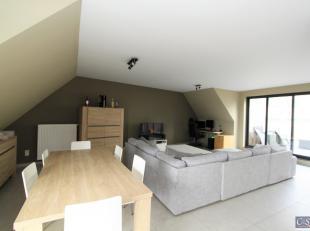 Ruim 2-slaapkamerappartement (ca. 90m²) met groot zonne-terras op de 3e verdieping<br /> Inkomhal met vestiairekast en apart toilet met handenwas