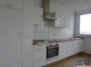 Recent gerenoveerd duplex appartement aan park Spoor Noord.<br /> Woon- en eetkamer op parket met open ingerichte keuken voorzien van kookplaat, dampk