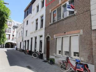 Gezellig authentiek 1 slaapkamer appartement in rustige woonwijk tussen de Meir en Sint Andries. Gelegen nabij alle winkels en de Vrijdagsmarkt in een