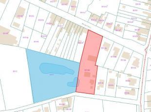 Woning voor (ver)nieuwbouw + statig parkgebied van 1,1 Ha. Indeling: hal, dubbele garage, eetplaats met zithoek, kk, bureau, 3 slpkmrs, badkamer en do