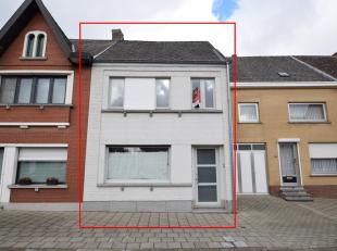 WONING MET TUIN<br /> Een woonhuis op en met grond, gekadastreerd sectie C nr. 729F2P0000, groot 6a40ca, omvattende: Gelijkvloers: inkomhal met ingebo