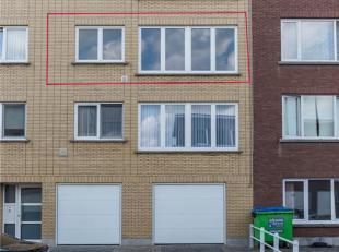 INDELING:<br /> Hal, badkamer (ligbad, lavabo, wc), living, keuken, 2 slaapkamers, terras, kleine berging, garage.<br /> Geen lift in het gebouw- dubb