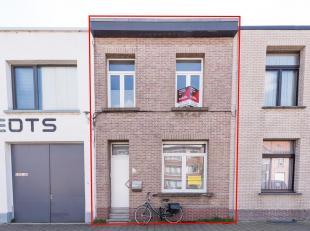 GOED GELEGEN WONING<br /> Een woonhuis, gekad. sectie A, nr. 432/F P0000, groot 95m².<br /> Indeling: glvl: hal, open keuken, living, badkamer, b