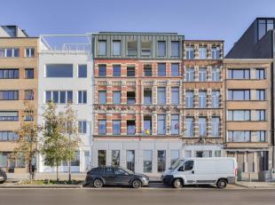 Appartement (2 slpks) gelegen op de eerste verdieping in gebouw AQUA MARINA. Een uniek gebouw met authentieke voorgevel (1899), gelegen aan het Eiland