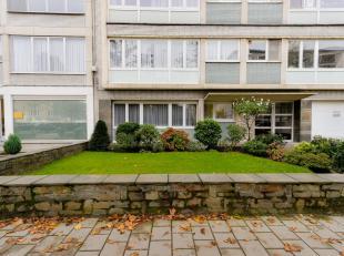 GELIJKVLOERS APPARTEMENT<br /> Goed gelegen en ruim gelijkvloers appartement (+/- 100m²) met twee slaapkamers en tuin (+/- 60m²) in onmiddel