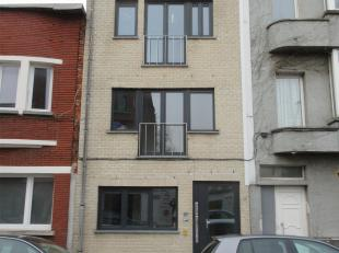 BUILDING<br /> INDELING:<br /> Appartement op het gelijkvloers: gang, twee slaapkamers, badkamer met wc. en inloopdouche, open leefruimte met keuken e
