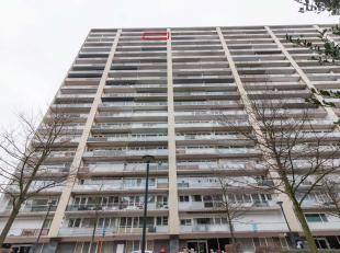 GENK  Zonneweeldelaan 21 42, Genk   Een appartement op de 19e verdieping met prachtig uitzicht.<br /> Indeling: inkomhal met vestiaire, living en keuk