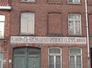 TE RENOVEREN HERENWONING<br /> Deze te renoveren ruime herenwoning het centrum van Brugge beschikt over een garage voor meerdere wagens. Via de garage