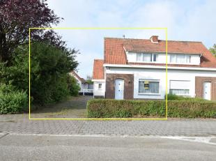 OP TE FRISSEN WONING<br /> Half open bebouwing met een opp. van 793 m².<br /> Indeling: GLVL: inkom, living met veranda, keuken (geïnstallee