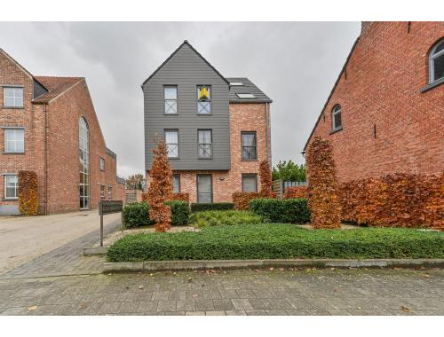 Appartement te koop in Emblem, € 285.000