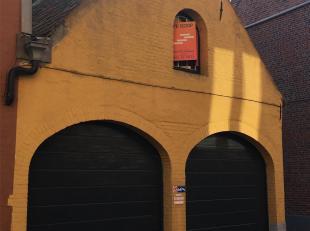 DUBBELE GARAGE<br /> in het Centrum van Brugge<br /> met gemakkelijke inrit - nieuwe manuele sectionale poorten (recent vernieuwd). Zolderruimte onder