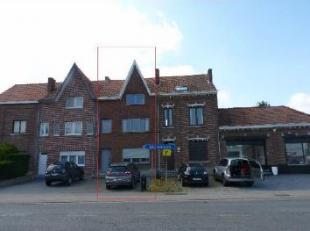 Deze starterswoning met garage ligt in het centrum van Diepenbeek aan de Grendelbaan 4, op een perceel van 3a55ca. Indeling: - Gelijkvloers: Hal met t
