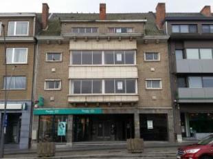 IN EEN APPARTEMENTSGEBOUW, Marktplein 19, sectie D nummer 28/K groot 2a 83ca bestaande uit  commercieel handelsgedeelte, 2 appartementen en 1 studio.