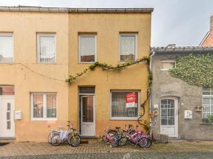 WONING<br /> Een woning, ten kadaster gekend wijk A nummer 623/K/P0000, groot 60ca, gelegen in het centrum van Diest.<br /> Welk goed omvat:<br /> Gel