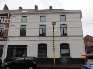 Vergunde opbrengsteigendom bestaande uit 12 studentenkamers<br /> Uitstekend gelegen opbrengsteigendom op 5 min fietsen van centrum-Gent. <br /> Deze