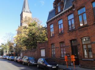 Karaktervolle Pastoriewoning met garage en grote tuin<br /> Gesitueerd naast de Sint-Vincentiuskerk in de Maisstraat.<br /> Deze ruime woning (bruikba