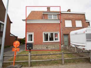 Centraal gelegen woning met garage en zuidwest-gerichte tuin, gelegen Albrecht Rodenbachlaan 74, gekadastreerd sectie C, nummer 737/T/3/P0000, groot 3