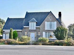 VILLA 4SLPK GARAGE<br /> Op zoek naar een ruime woning met veel commercieel potentieel? Dan is deze woning zeker iets voor u!<br /> Kwaliteitsvolle, a