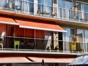 APPARTEMENT MET 2 SLPK EN GARAGE<br /> Appartement centrum Gullegem met zicht op het park.<br /> Indeling: inkom met vestiaire, aangename leefruimte v
