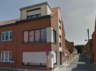 GLV: inkom, apart toilet, living, eetplaats, keuken met zeer ruime berging. Verdieping: Traphal met aparte toilet, 1 slaapkamer, badkamer met douche,