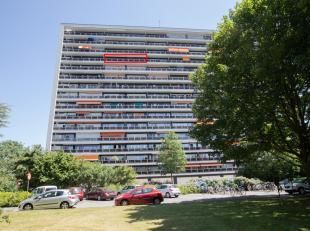 MOOI ONDERHOUDEN APPARTEMENT<br /> Mooi onderhouden appartement op 12de verdieping met kelder.<br /> Hal met kast, living met terras, keuken, 2 slaapk