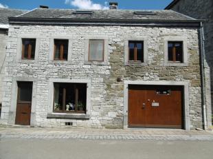 Maison de caractère en pierres du pays de 01 a 85 ca. Rez: hall, gde pièce à vivre ouverte comprenant cuis. (9 m²), sal. (15