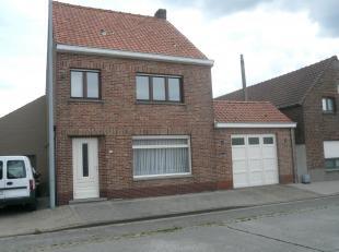 Goed gelegen woonhuis, kad. bek. sect. B, nr. 200L5 P0000, met een oppervlakte van 718 m².<br /> Indeling: Gelijkvloers: living, vernieuwde keuke