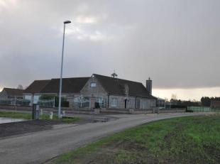 Een villa gelegen (Zerkegem) kad. bek. sec. A, nr 560G P0000 en 561B P0000, met een grondoppervlakte van 4.606 m².<br /> Indeling: inkom, keuken,